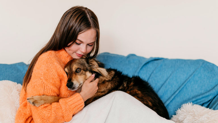 Por que interagir com cachorros reduz o estresse
